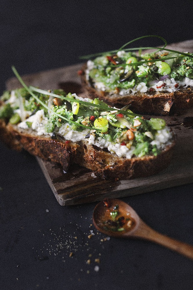 Toast avocat fromage frais - Tartinade healthy avocat - photographe culinaire Lille - Photographe culinaire Paris - onepicagency