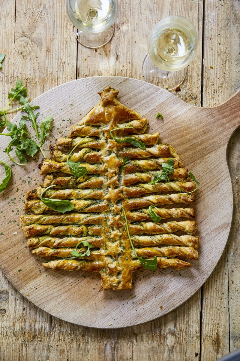 Pesto Christmas Tree - Tarte sapin au pesto - Christmas Tree Puff Pastry - photographe culinaire Lille - Photographe culinaire Paris - onepicagency